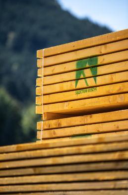 détail en photo d'une palette de bois fibre premium
